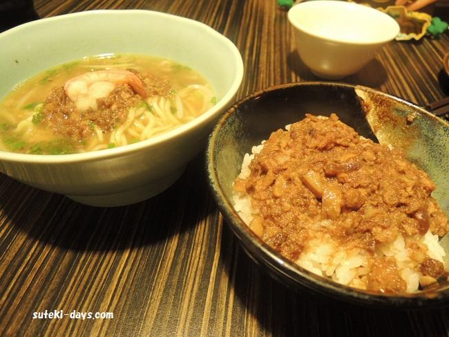 度小月の担仔麺&ルーローファン(豚肉のそぼろ飯)